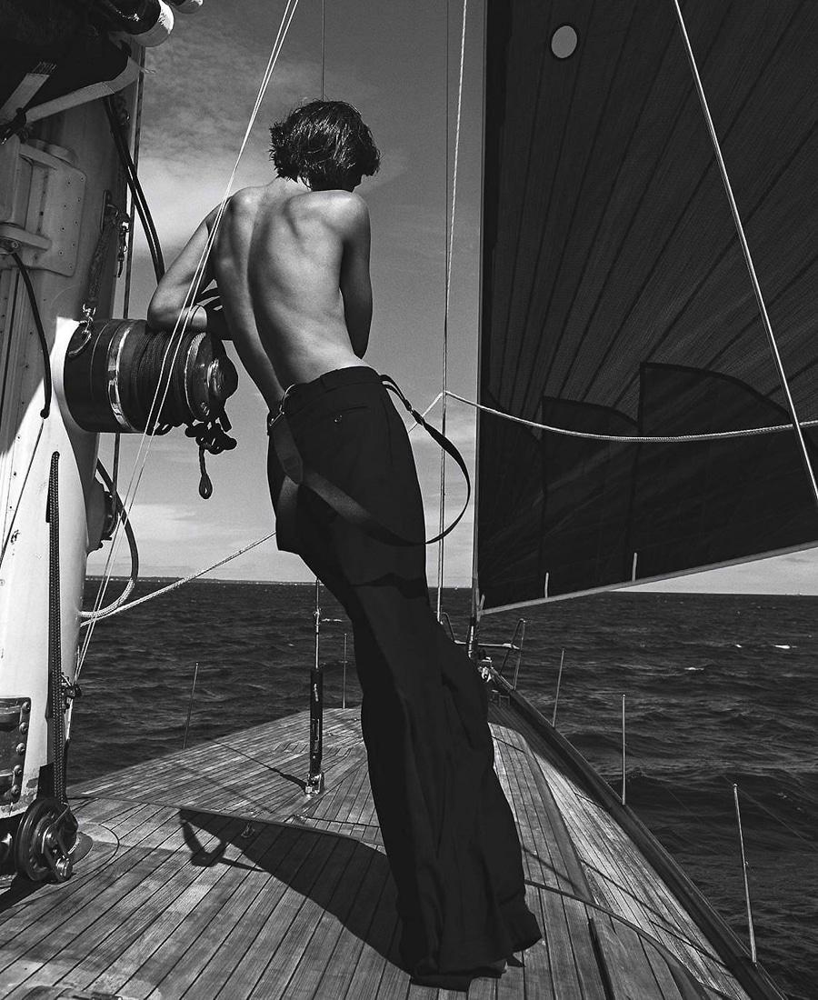 Vogue-Australia-December-2017-Julia-Van-Os-Sebastian-Kim-1-2.jpg
